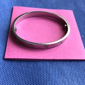 Locking silvertpne love bracelet with screwdriver